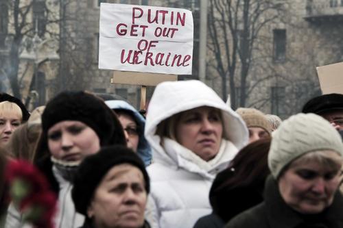 Los manifestantes de este domingo exigen que Vladimir Putin retire a las tropas que rodean el país. (Foto: AFP)