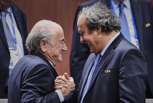 Joseph Blatter y Michelle Platini están siendo investigados. (Foto: Michael Buholzer/AFP)