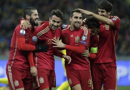 Una selección española llena de cambios derrotó a su similar de Ucrania en las eliminatorias a la Eurocopa 2016. (Foto: AFP)
