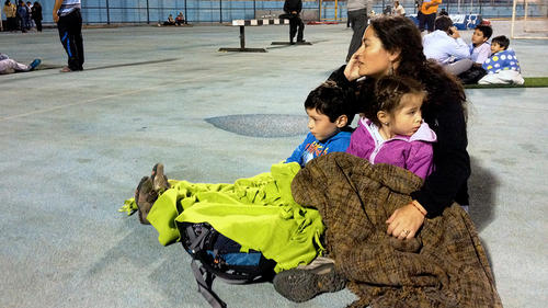 Chiles permanecen refugiados en albergues habilitados por las autoridades. (Foto:AFP)