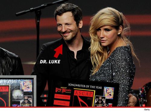 Kesha con su productor musical Dr. Luke (Foto: TMZ)