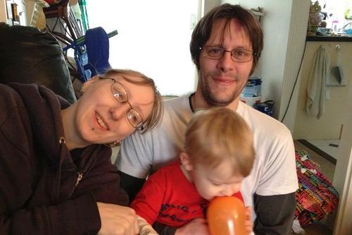 El hijo de Pegram es uno de los más afectados por la condición de la joven británica. (Foto SWNS)