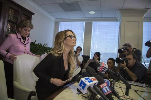 Jessica Drake y su abogada Gloria Allred. (Foto: David McNew/AFP)