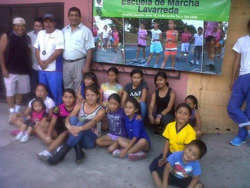 """Desde hace dos años inició el proyecto de """"Escuela de marcha"""", en la zona 18, varios niños y jóvenes se integraron. (Foto: Facebook)"""