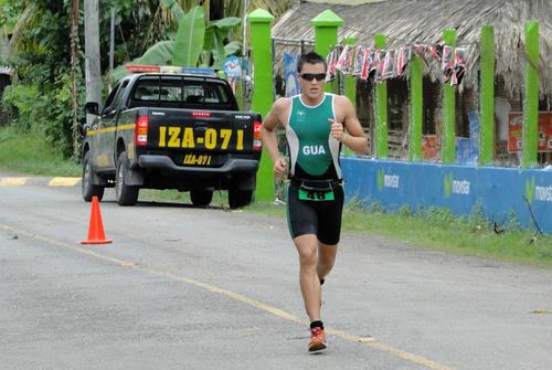 Andrés Fonseca conquisto el Iron Maya 2013 entre otras comptencias  nacionales. (Andrés Fonseca)