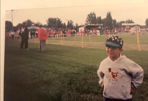 La vida le tenía guardado a Charles un momento especial en el deporte. En 1999 apenas era un niño y vio desde las gradas la competencia, ahora en 2015, fue el primero en cruzar la meta. (Foto: Cortesía familia Fernández)