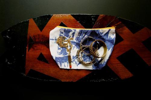 Este pequeño bolso es una de las artesanías que ofrece Hindotz en la actividad. (Foto: Hindotz oficial)