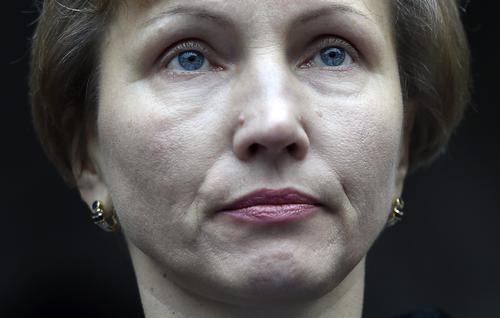 Marina Litvinenko, viuda de Alexander Litvinenko, hace una declaración a las puertas del Tribunal Superior de Justicia de Londres (Reino Unido) acompañado por su abogado Ben Emmerson, hoy, 21 de enero de 2016. (Foto:EFE)