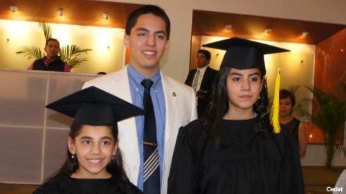 Los hermanos de Dafne, Andrew y Delanie Almazán también son superdotados. (Foto: Cedat)