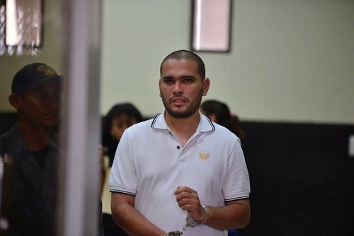 Julio César Miranda González es originario de Puerto Barrios, Guatemala, y asegura que es asistente aduanero. (Foto: Wilder López/Soy502)