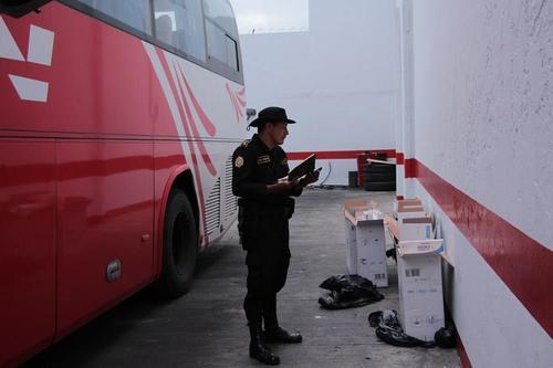 El hallazgo se realizó en el interior del autobús C-884BNZ. (Foto PNC)