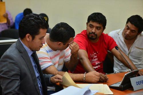 Los acompañantes del político quedaron ligados a proceso por falta en el orden público y resistencia a la autoridad. (Foto Wilder López/Soy502)
