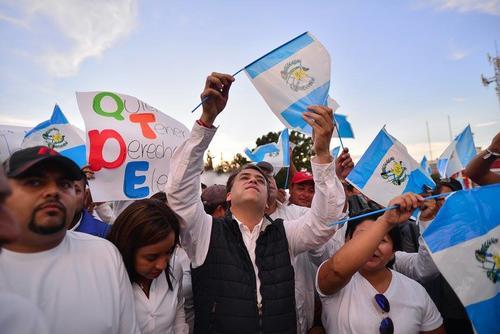A la actividad acudió el candidato a alcalde de Villa Nueva, Edwin Escobar, con algunos vecinos del municipio. (Foto Wilder López/Soy502)