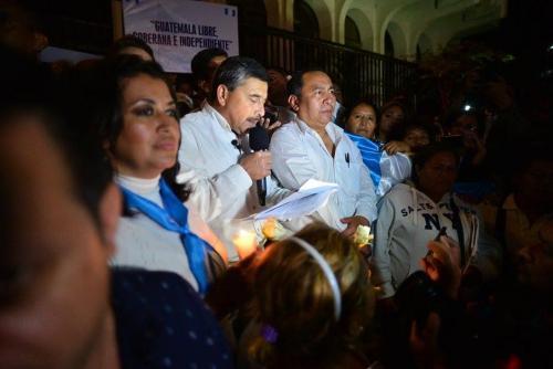 Durante su última aparición, uno de los guardaespaldas de Barquín protagonizó un altercado contra periodistas. (Foto Wilder López/Soy502)