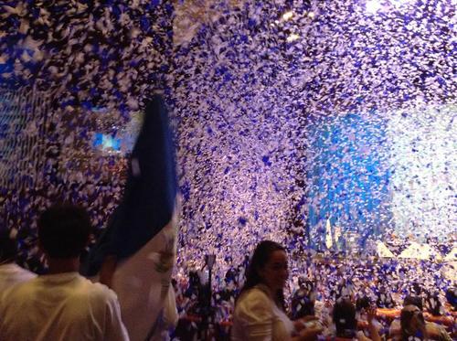 Lluvia de confetti en la juramentación de la Juntas Receptoras de Votos. (Foto: Marcia Zavala).