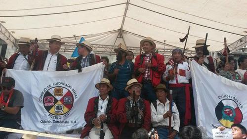 Representación de las autoridades mayas en el parque central de la capital. (Foto: Juan Manuel Vega/Soy502)