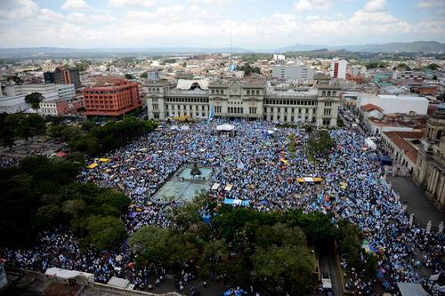 Esta imagen permite estimar la cantidad de personas que acudió a la Plaza de la Constitución. (Foto: Esteban Biba/ EFE)