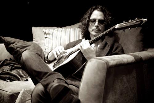 Chris Cornell murió sorpresivamente durante la noche de este miércoles por causas que aún se desconocen. La noticia no solo impactó a su familia, sino que enlutó al mundo de la música. (Foto: agencias)