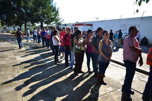 Los guatemaltecos hicieron fila para poder emitir su voto (Foto:Jesús Alfonzo/Soy 502)