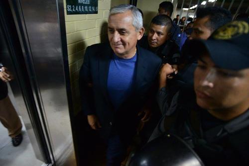 La seguridad volvió a redoblarse en la Torre de Tribunales por la llegada del expresidente Otto Pérez Molina. (Foto: Wilder López/Soy502)