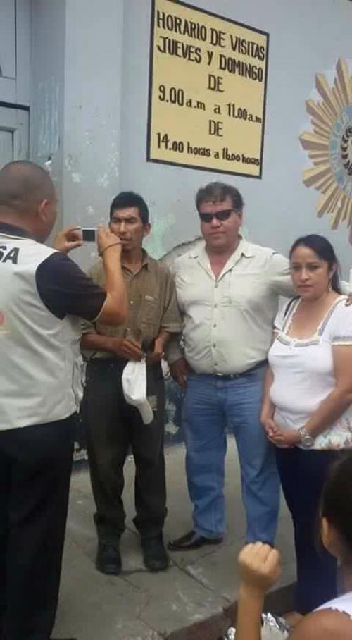 Amílcar Aguilar recuperó su libertad y obtuvo el apoyo de varios vecinos jalapanecos para llevar algunos alimentos a su hogar. (Foto: Radio Linda Morena)