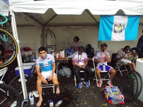 En el área técnica, Manuel Rodas compartió con pedalistas de Costa Rica y Colombia. (Foto: Facebook)