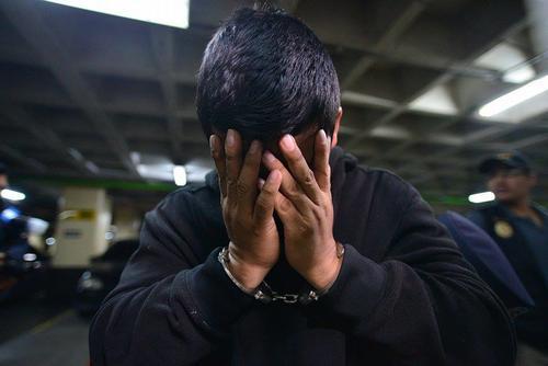 Miguel Gómez fue arrestado sindicado de pertenecer a una banda criminal que se dedicaba al sicariato, la cual se presume es responsable de la muerte de dos reconocidos abogados. (Foto: Wilder López/Soy502)