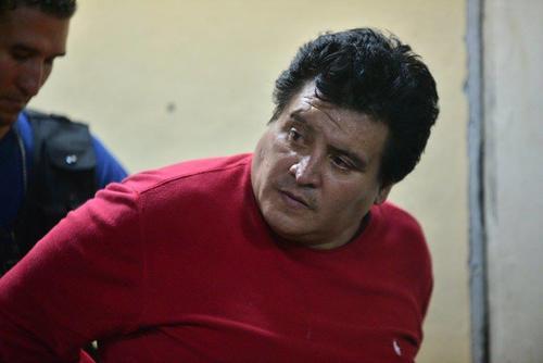 Otro de los capturados, sindicado de pertenecer a la banda de sicarios, fue llevado a la torre de Tribunales. (Foto: Wilder López/Soy502)