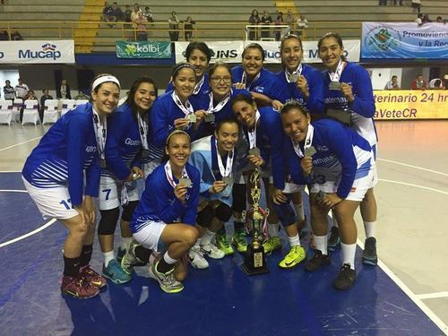 La Sele femenina de baloncesto posó con sus medallas de plata, en el Polideportivo de Cartago, en Costa Rica. (Foto: Cortesía)