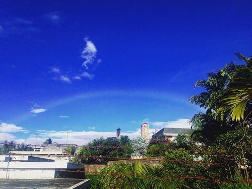 Un arcoiris se pudo observar desde varios puntos de la capital guatemalteca. (Foto: Fredy Hernández/Soy502)