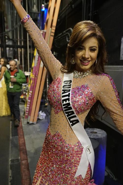 Con esta sonrisa, previo a su paso por el escenario, Miss Guatemala Jeimmy Aburto regaló una sonrisa a la cámara. (Foto: Miss Universe)