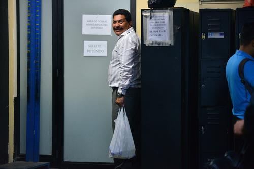 Bryan Jiménez espera en ese cuarto antes de ser detenido a la carceleta. (Foto: Wilder López/Soy502)