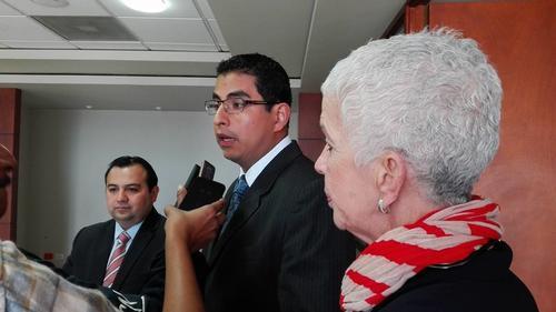 El Secretario de Política Criminal, Rootman Pérez (c), reiteró el compromiso del Ministerio Público en transparentar el actuar de la Federación. (Foto Marcia Zavala/Soy502)