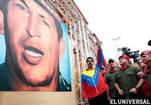Nicolás Maduro frente a la tumba de Hugo Chávez en los eventos de este sábado. (Foto: El Universal)