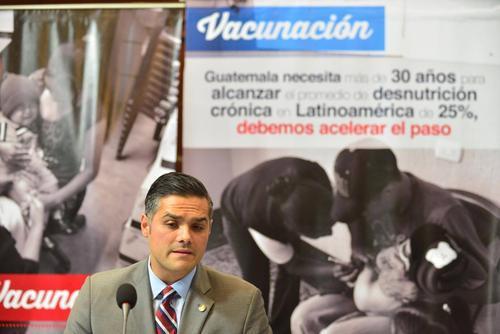 Luis Hernández Azmitia, asegura que con el pago de la deuda con la OPS, se presentó un plan de intensificación en la vacunación. (Foto Archivo/Soy502)