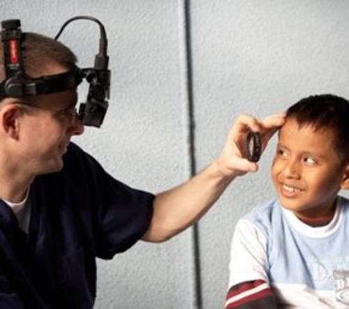 Imagen de pasadas ediciones de la jornada médica en Guatemala. (Foto: Facebook)