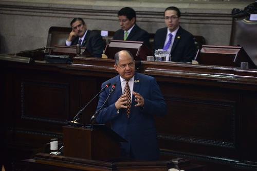 Luis Guillermo Solís, presidente de Costa Rica durante su intervención ante el pleno del Congreso. (Foto: Wilder López/Soy502)
