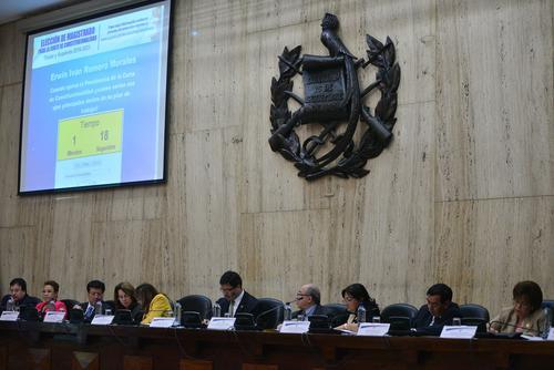 Los magistrados de la CSJ fueron evaluando la respuesta y el desempeño de los postulantes durante las entrevistas públicas. (Foto Wilder López/Soy502)