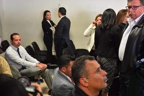 Aparte de un saludo, la exfuncionaria no interactuó con su hermano, Mario Baldetti, quien también es implicado en el caso. (Foto Jesús Alfonso/Soy502)
