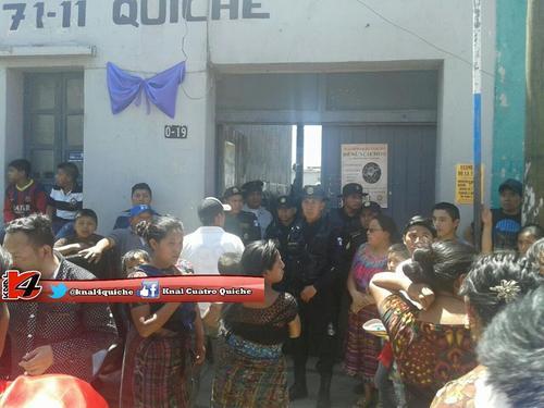Dos hombres fueron capturados por el incidente en el que varias personas resultaron heridas en Santa Cruz del Quiché. (Foto: @knal4quiche)