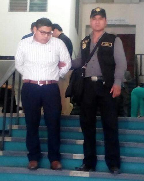 Las autoridades capturaron a un empleado del IGSS que exigía 5 mil quetzales y un favor sexual a otra empleada para darle un ascenso laboral (Foto: PNC)