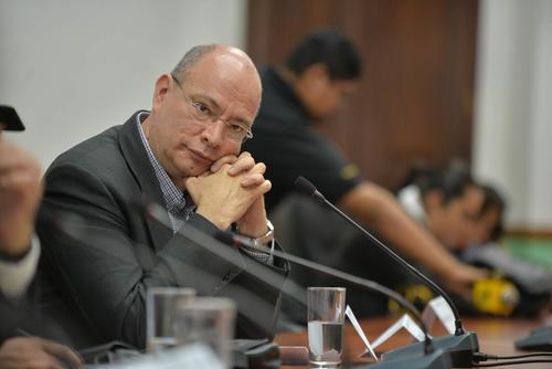 El presidente del Consejo de Administración de Banrural, Bernardo López, fue el único que acudió al Congreso. (Foto: Wilder López/Soy502)