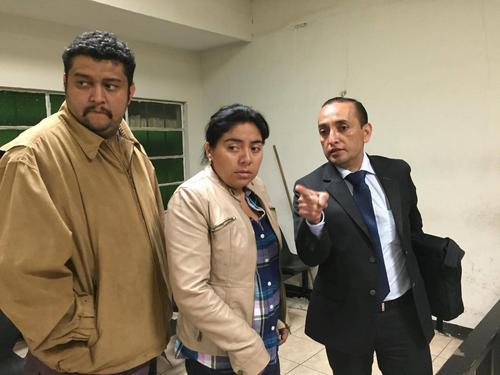 Carlos y Gabriela, los padres de Alexander Aldana, de 13 años, se convirtieron en querellantes en el caso que busca esclarecer la muerte de su hijo. (Foto: Jesús Alfonso/ Soy502)