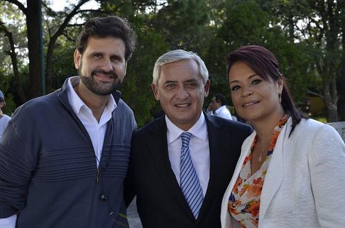 El estratega político, Antonio Solá, junto al expresidente Otto Pérez Molina y la exvicepresidenta Roxana Baldetti durante la campaña. (Foto: Ostos Sola)