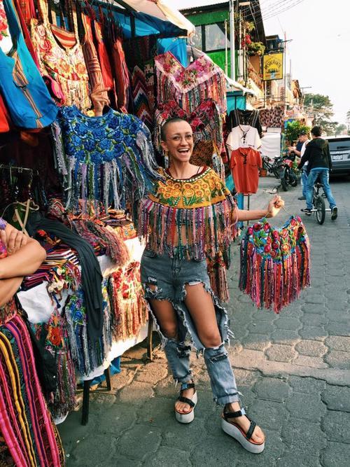 Aminta tiene algunas piezas guatemaltecas clave en su vestuario. (Foto: Aminta Online)