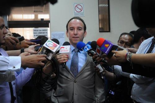 El PDH Jorge De León Duque en una conferencia de prensa en Tribunales después de su visita al juez Miguel Ángel Gálvez. (Foto: Alejandro Balán/Soy502)