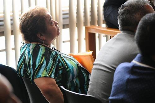 Marta Sierra junto a su hijo Otto Stalling durante una de las últimas audiencias en tribunales como sindicados. (Foto: Archivo/Soy502)