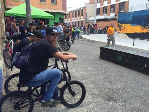Los bikers son los más emocionados con este proyecto ya que cuenta con espacios para que ellos puedan realizar sus piruetas. (Foto: Espacios Extremos)
