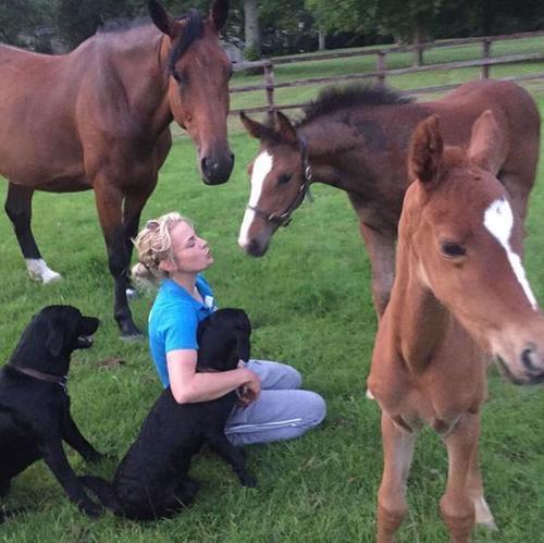 Los caballos eran lo que mantenían a la joven con Adrian. (Foto: Infobae)