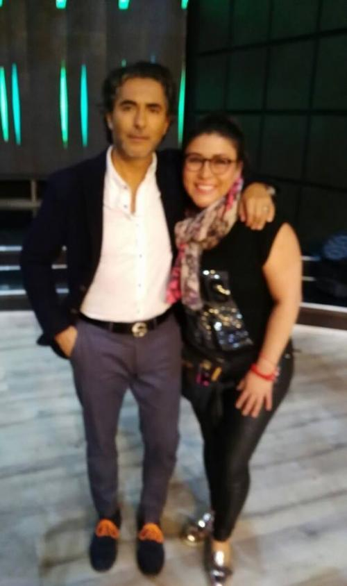 "Beatriz Moreno junto a Raúl Araiza en el set del programa matutino ""Hoy"" de Televisa. (Foto: Beatriz Moreno)"